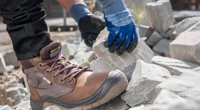 Mua giày bảo hộ phù hợp với môi trường làm việc