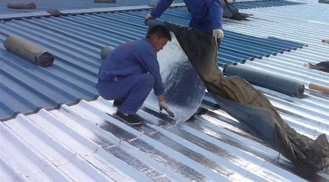 Tấm dán chống dột mái tôn xử lý thấm dột và cách nhiệt hiệu quả