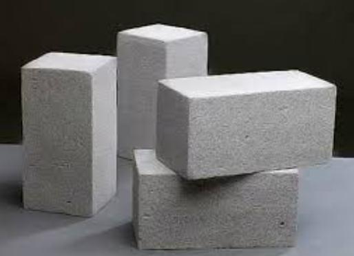 Bê tông là loại vật liệu xây dựng chịu lửa có đặc tính không cháy, tính dẫn nhiệt thấp, giúp ngăn lửa lan rộng rất tốt