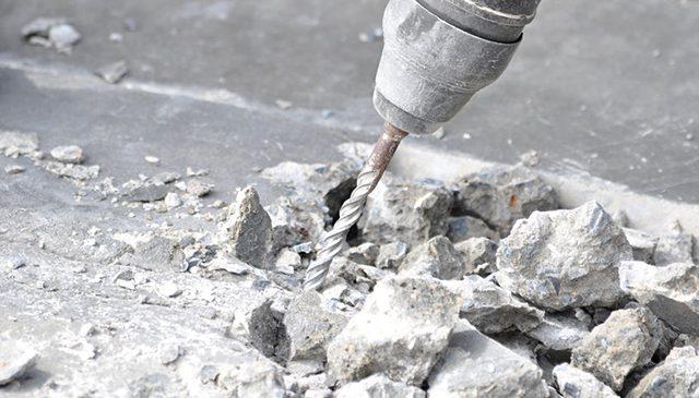 Khoan cắt bê tông là việc dùng một lực mạnh từ bên ngoài nhằm phá hủy bê tông