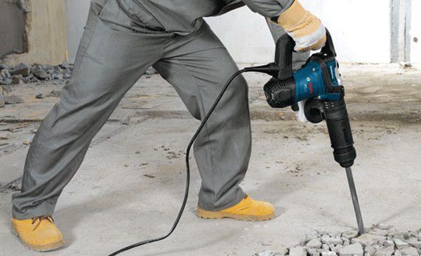 Máy đục bê tông chuyên dùng để hỗ trợ tháo gỡ, đục phá những tấm bê tông chuyên nghiệp, nhanh chóng và chính xác
