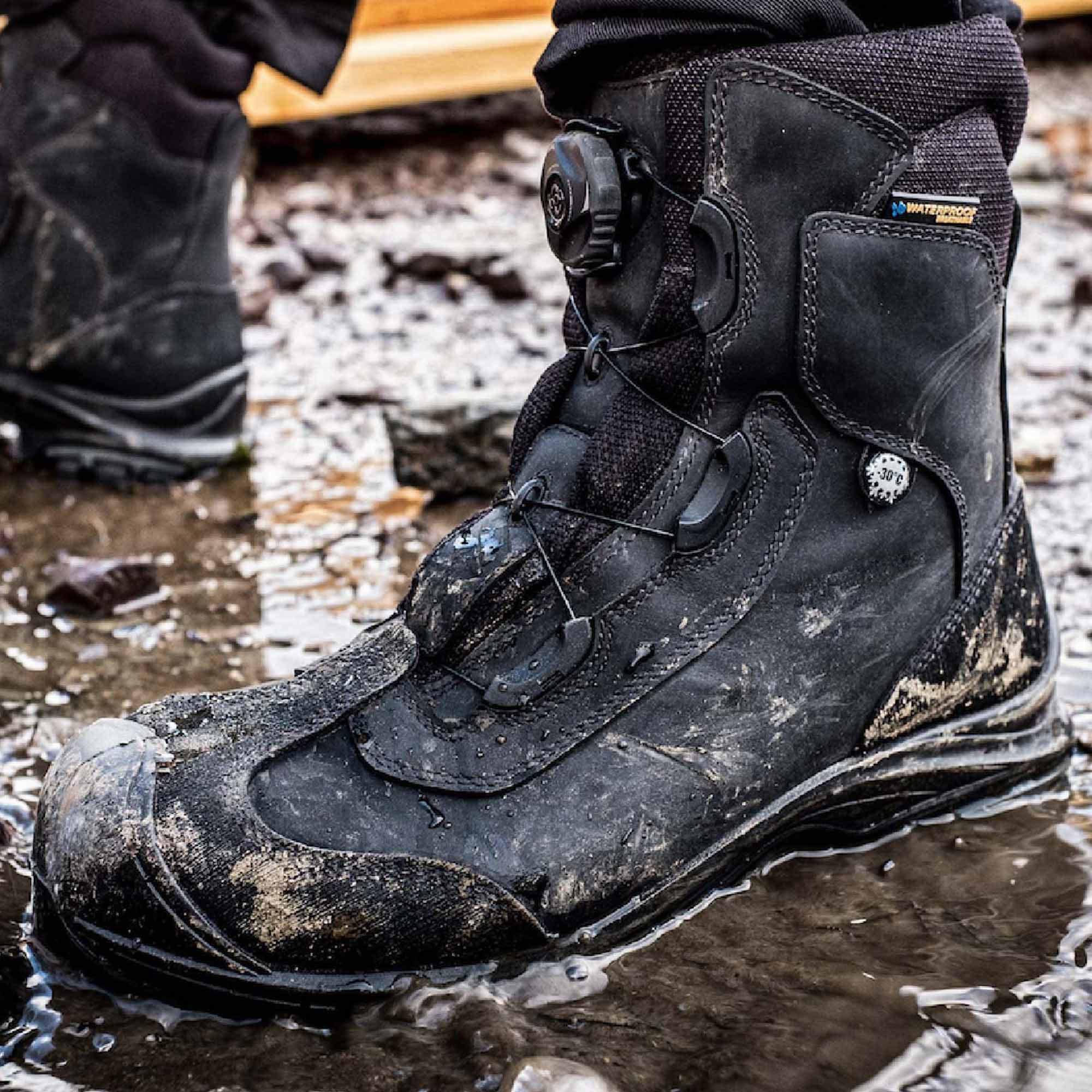 Nước, nhân tố hàng đầu ảnh hưởng độ bền giày bảo hộ