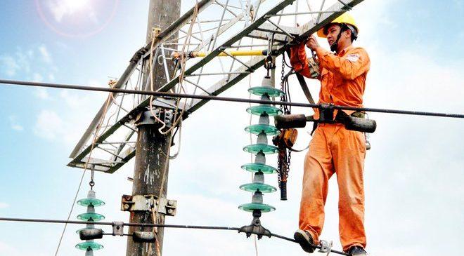 Sửa chữa điện cao thế là một trong những nghề cần trang bị dây đai an toàn lao động