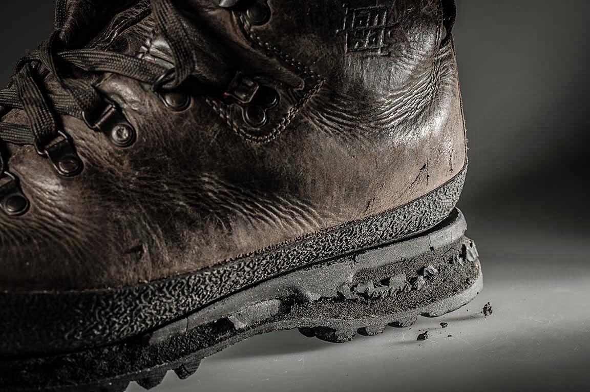 Dầu và axit, yếu tố ảnh hưởng lớn đế độ bền giày bảo hộ