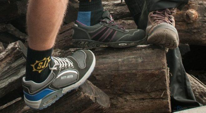 Mang vớ tốt giúp bảo vệ chân, thấm hút mồ hôi, giảm ma sát và ngăn ngừa các bệnh về nấm chân