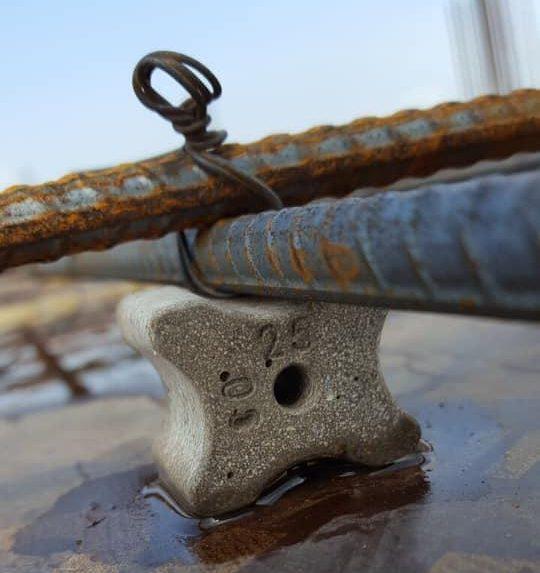 Con kê bê tông có tác dụng duy trì khoảng cách thích hợp và cố định để đảm bảo đúc sàn bê tông đúng theo quy định