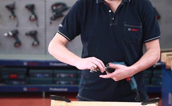 Nên vệ sinh và bảo dưỡng máy khoan pin thường xuyên