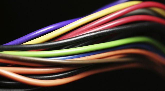 Sử dụng dây dẫn có tiết diện nhỏ ở những khu vực cần chịu tải cao sẽ làm sụt nguồn điện, làm giảm tuổi thọ của dây